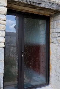porte-entree-alu-bronze-exterieur - Menuisier conseil